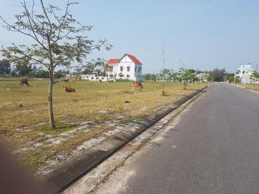 Bán đất khu đô thị số 9 diện tích lớn đường 15m lề 6m giá 750 triệu