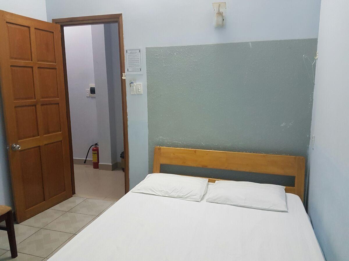 Cho thuê phòng nhà nghỉ ngay trước biển. Có 2 loại phòng lớn- nhỏ