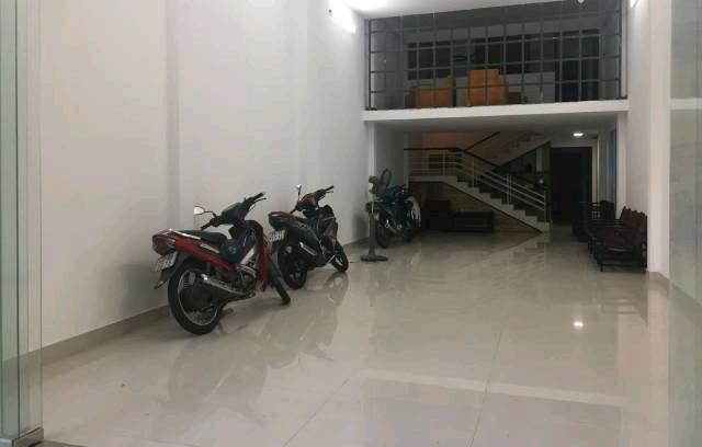 Cho thuê nhà Đà Nẵng nằm MT đường Ngô Quyền 3 tầng