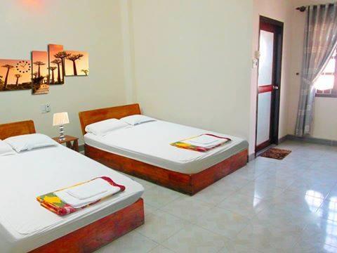 Bán nhà Đà Nẵng là nhà nghỉ 4,5 tầng gồm 11 phòng ngay trước biển Mỹ Khê